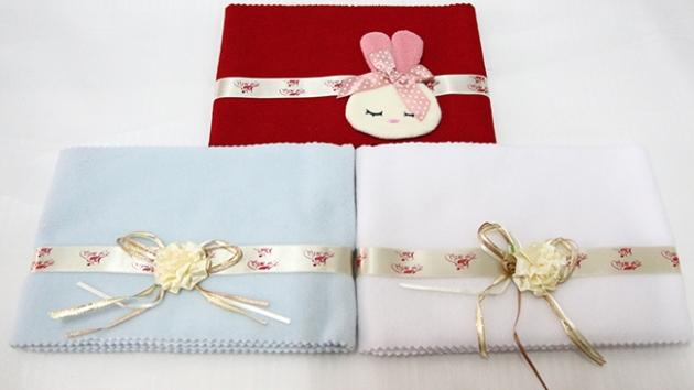 造型鍵盤布(紅色兔子,藍色花) 1